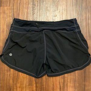 🍋lululemon black shorts size 4